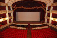 La municipalité a-t-elle privatisé le théâtre ?